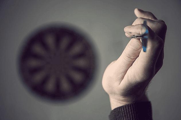 how to grip a dart