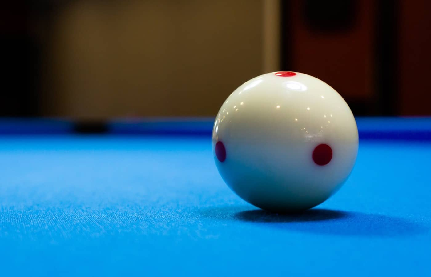 why do cue balls have red dots