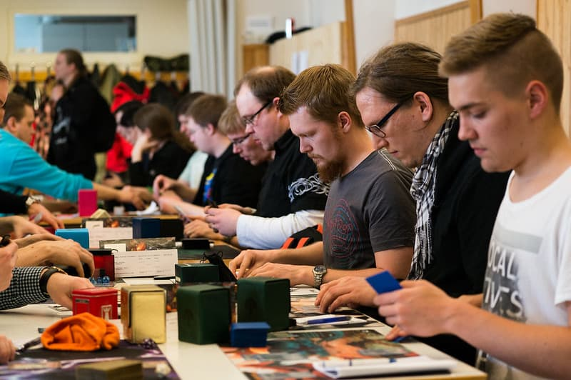 how many people play mtg in the world