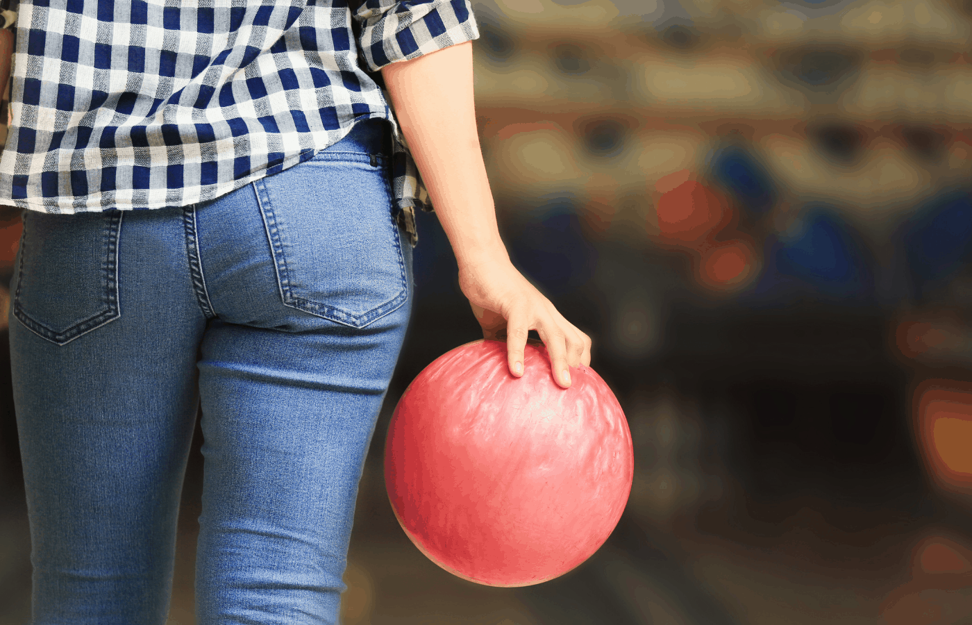 what size bowling ball should a woman use