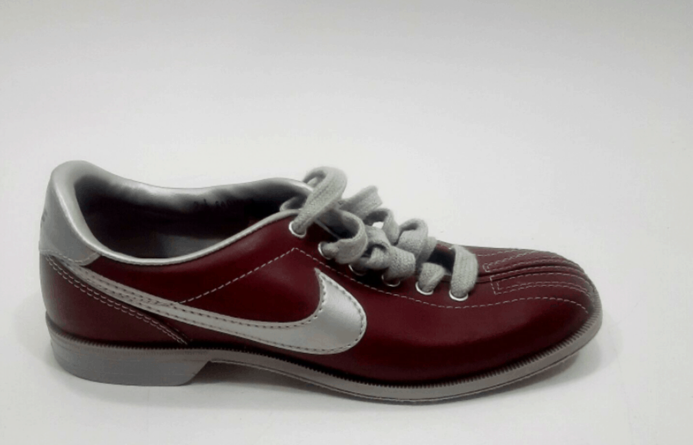 does nike make bowling shoes