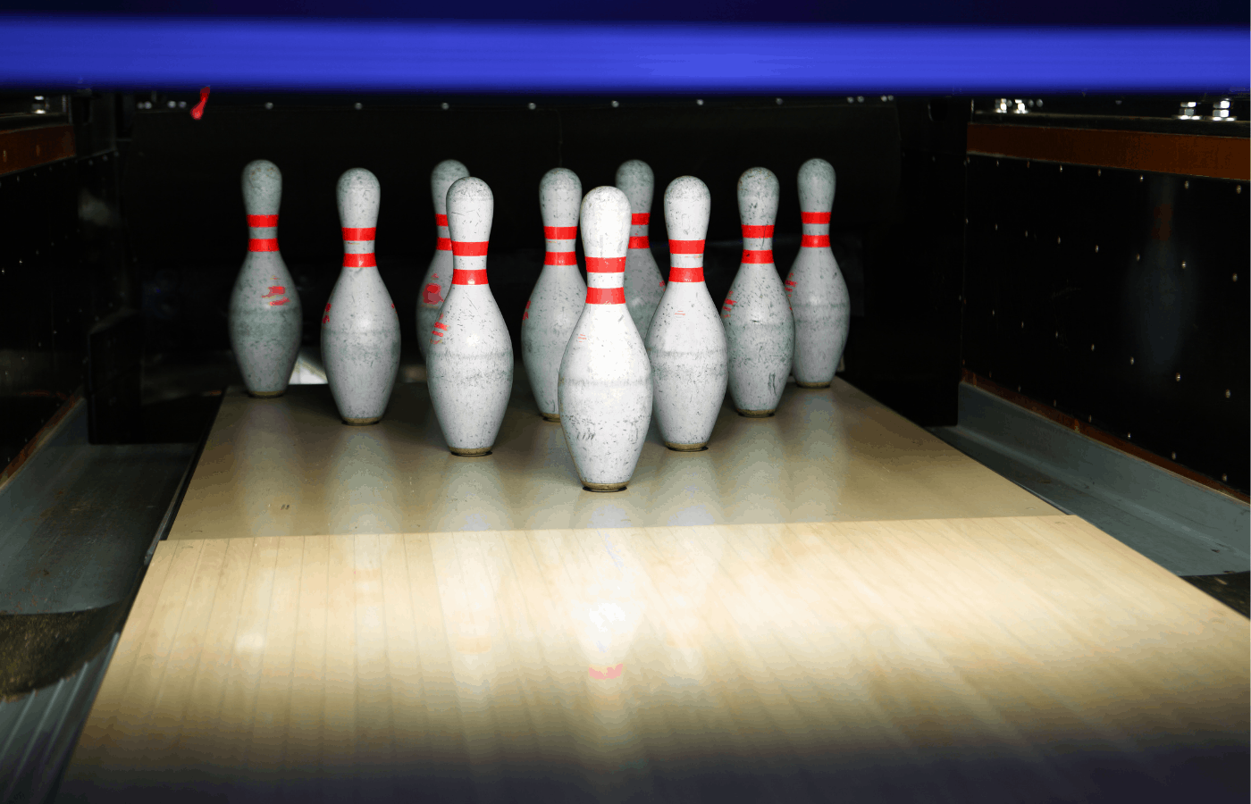 how are bowling pins set up