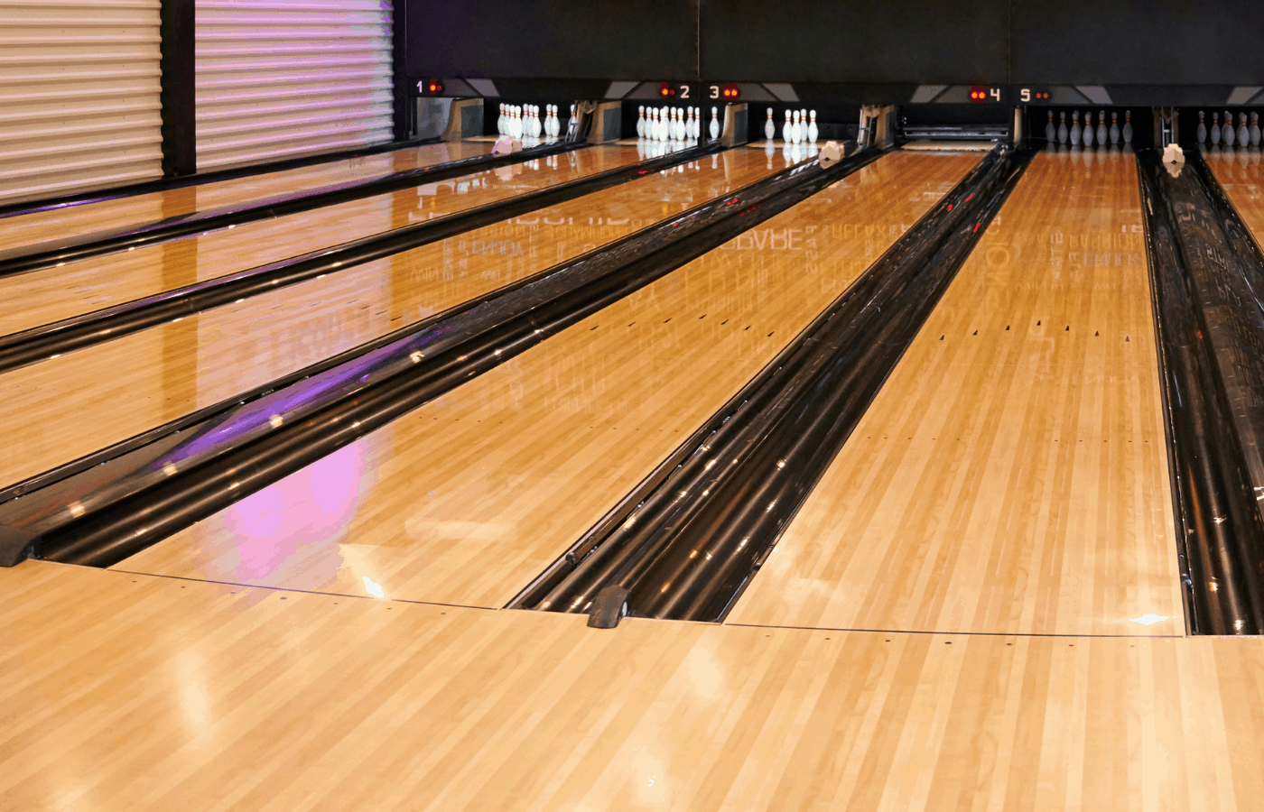 how do bowling lanes not get dented
