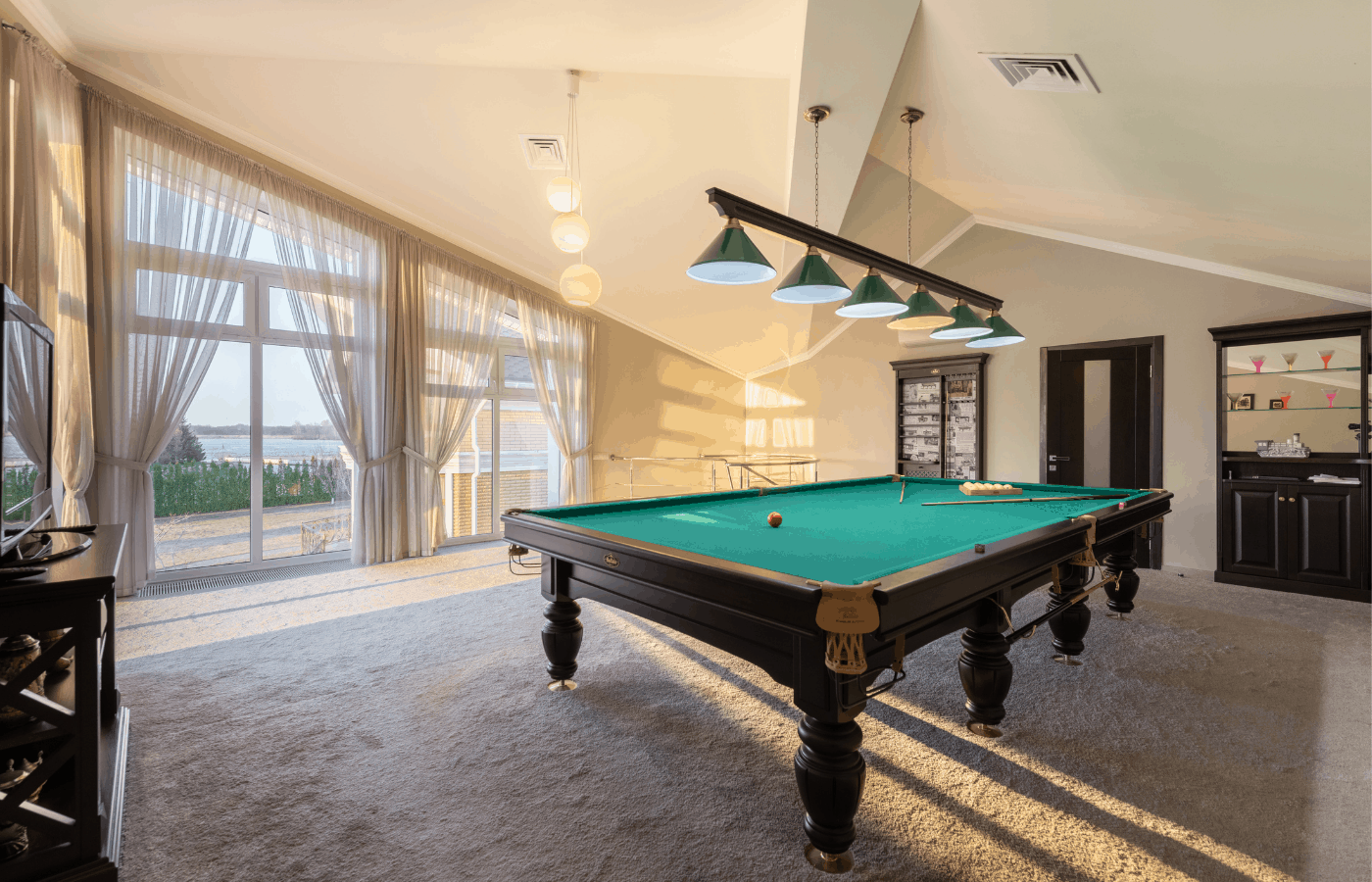 will carpet installers move a pool table